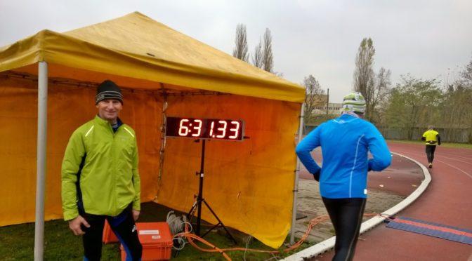 Ultramaratończycy na pomoc nauce.