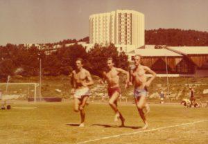 1984 przed Olimpiadą w Los Angeles - przygotowania w Font Romeu - Antoni Niemczak, Wojtek Ratkowski i Jurek Skarzyński - przebieżki + kąpiel słoneczna
